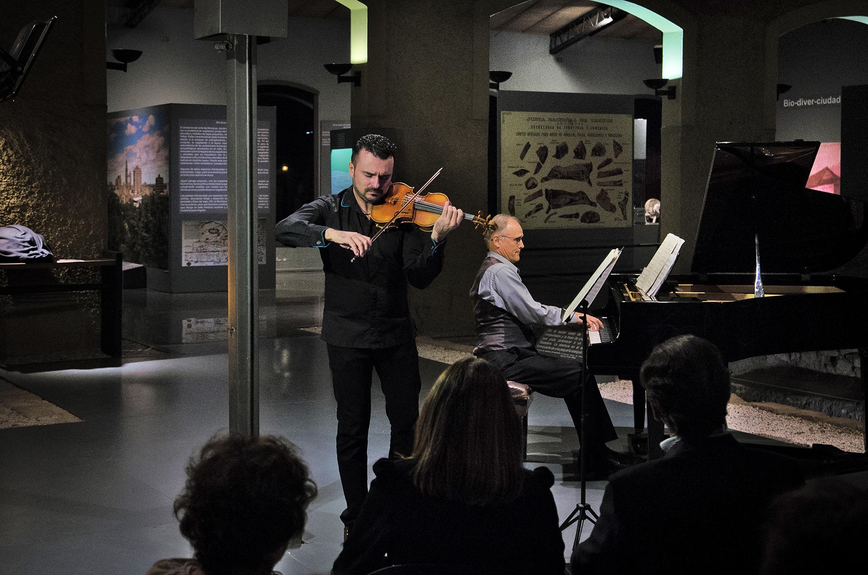 Duokonzert mit Falco Steinbach, Klavier und Carmelo De Los Santos, Violine